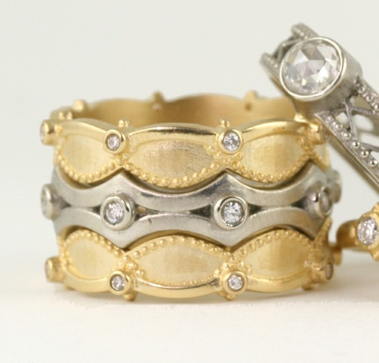 aliança ouro amarelo e ouro branco