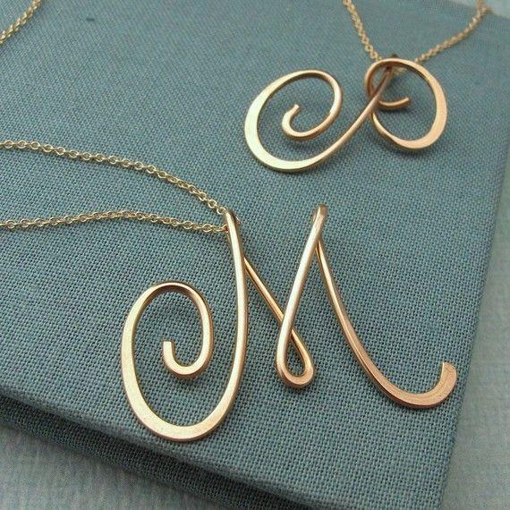 Pingente Letras do Nome... via: etsy/laladesignstudio.com