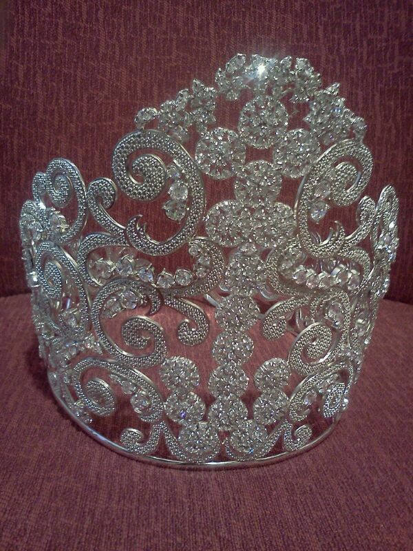 Coroa é avaliada em 12 mil reais